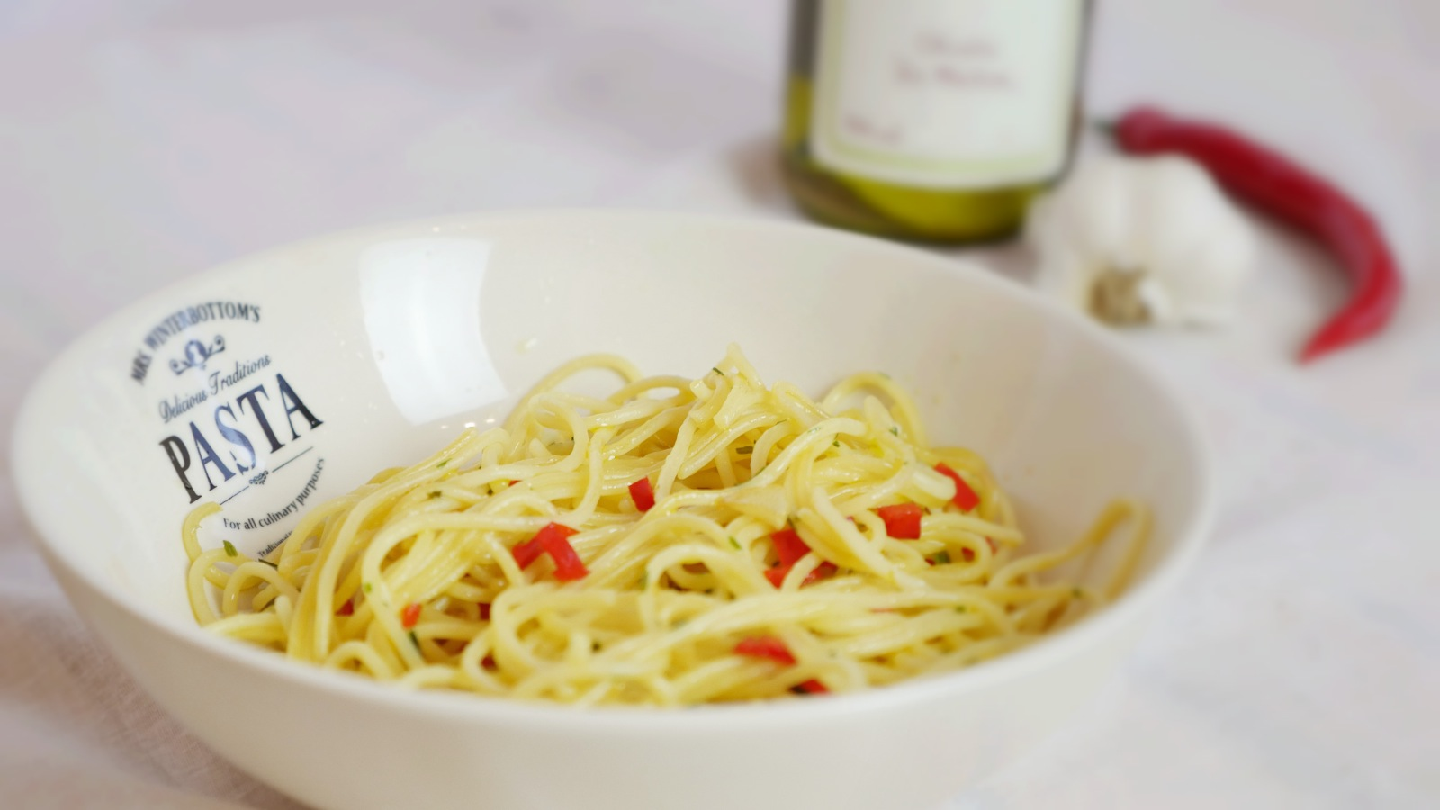 Spaghetti con aglio, olio e peperoncino
